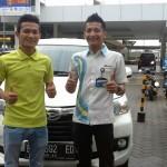 Foto Penyerahan Unit 1 Sales Marketing Mobil Dealer Daihatsu Pekanbaru Yudhi