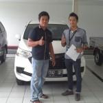 Foto Penyerahan Unit 2 Sales Marketing Mobil Dealer Daihatsu Pekanbaru Yudhi