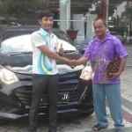 Foto Penyerahan Unit 4 Sales Marketing Mobil Dealer Daihatsu Pekanbaru Yudhi