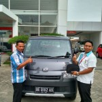 Foto Penyerahan Unit 8 Sales Marketing Mobil Dealer Daihatsu Lampung Liko