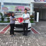 Foto Penyerahan Unit 3 Sales Marketing Mobil Dealer Mobil Daihatsu Palangkaraya Vanly