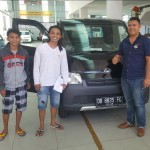 Foto Penyerahan Unit 4 Sales Marketing Mobil Dealer Daihatsu Ruben