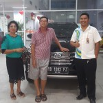 Foto Penyerahan Unit 5 Sales Marketing Mobil Dealer Daihatsu Ruben