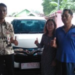 Foto Penyerahan Unit 1 Sales Marketing Mobil Dealer Daihatsu Robby