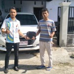 Foto Penyerahan Unit 3 Sales Marketing Mobil Dealer Daihatsu Robby