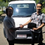Foto Penyerahan Unit 5 Sales Marketing Mobil Dealer Daihatsu Robby